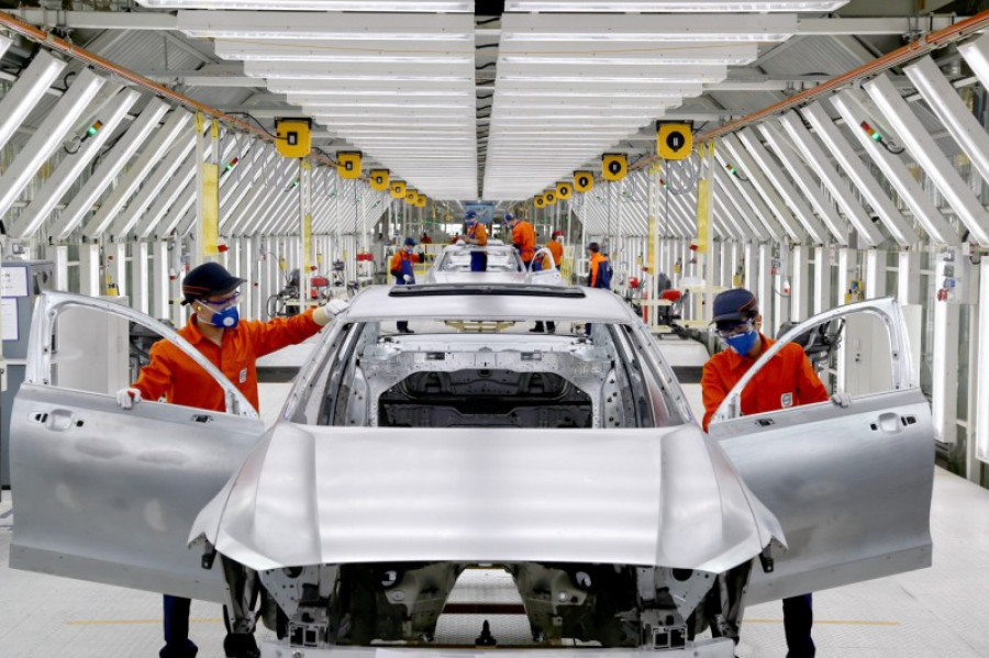 199979 pre production of the new volvo s90 in the daqing manufacturing plant 33258